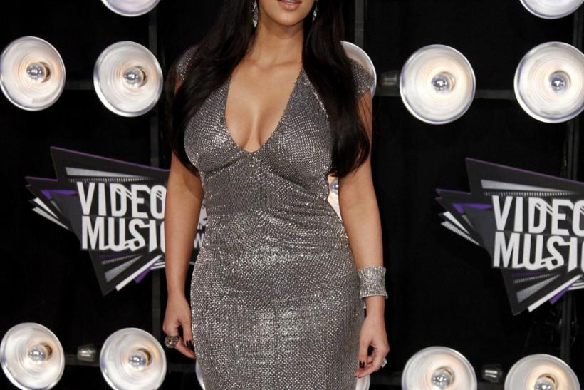 Kim Kardashian arrives at the 2011 MTV Video Music Awards in Los Angeles