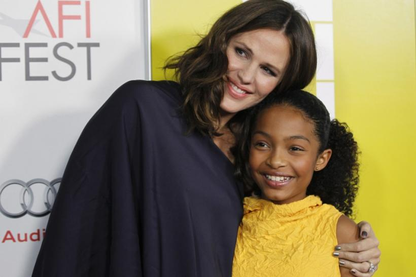 "Producer and cast member Jennifer Garner (L) poses with fellow cast member Yara Shahidi at a screening of the film ""Butter"" during AFI Fest 2011 in Hollywood"