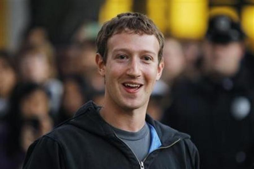 Facebook's Zuckerberg gets Harvard star treatment