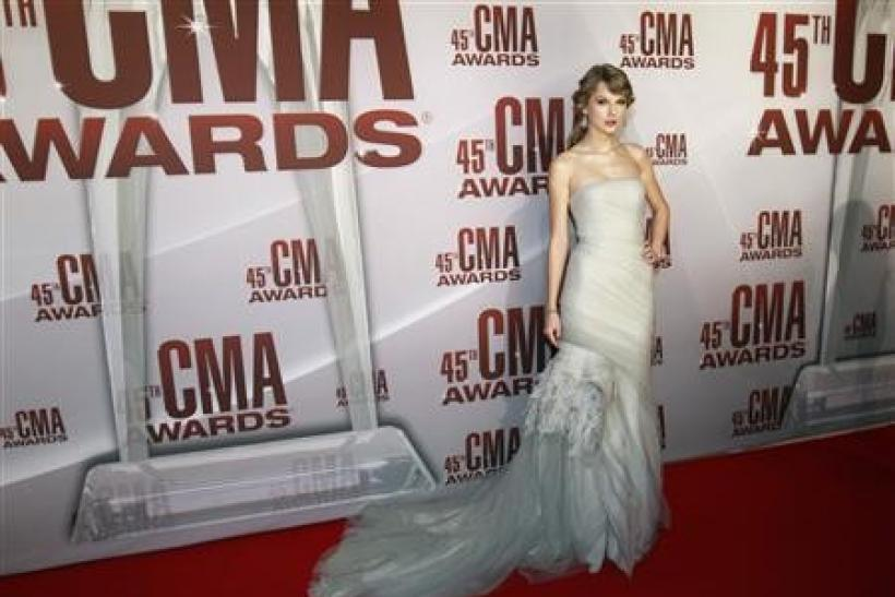 Taylor Swift named country music entertainer of year