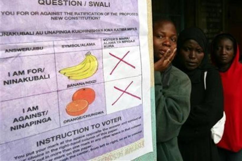 Kenyan women line up at a polling station