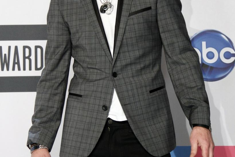 Singer Robin Thicke poses backstage at the 2011 American Music Awards in Los Angeles