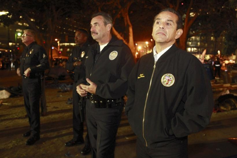 Los Angeles Police Chief Charlie Beck (2nd R) and Los Angeles Mayor Antonio Villaraigo (R) survey the park after members of Occupy LA were successfully cleared out of their camp at City Hall early