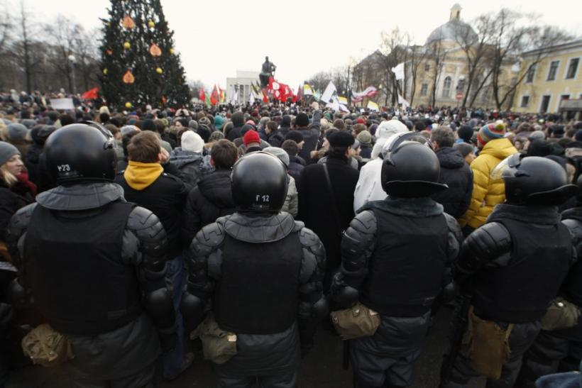 Riot police stand guard a rally to protest against what activists say were violations at the parliamentary elections, in St. Petersburg December 10, 2011.