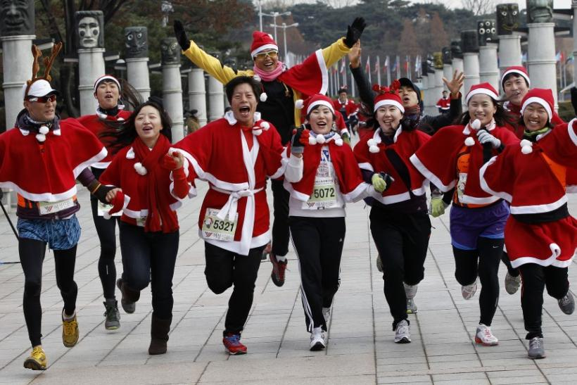 Santa Runners from All over the World [PHOTOS]