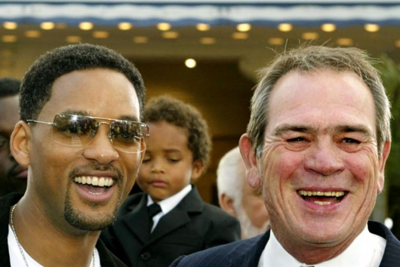 Will Smith and Tommy Lee Jones reprise their roles as Agent J and K, respectively, in the new Men in Black 3 trailer.