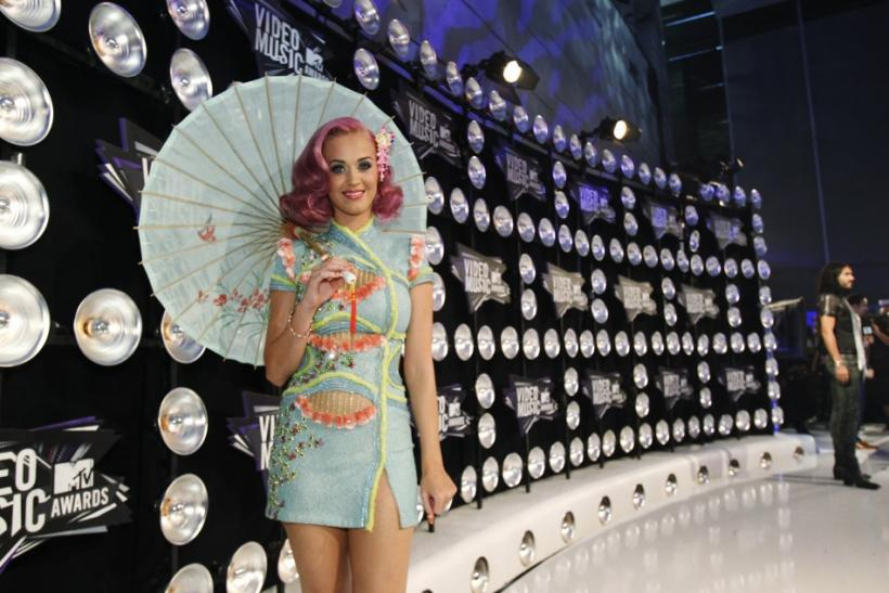 Perry arrives at the 2011 MTV Video Music Awards