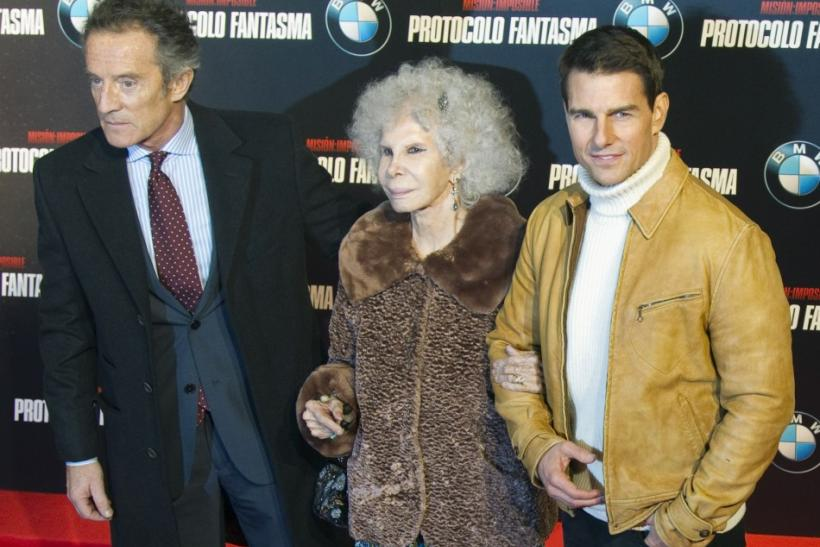 "U.S. actor Tom Cruise (R) poses with Duquesa de Alba and her husband Alfonso Diez during a photocall to promote his latest film ""Mission Impossible: Ghost Protocol"" in central Madrid"