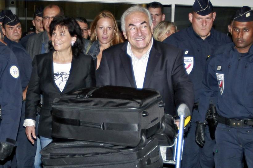 Former IMF chief Strauss-Kahn and wife Sinclair arrive at Charles-de-Gaulle airport in Roissy near Paris
