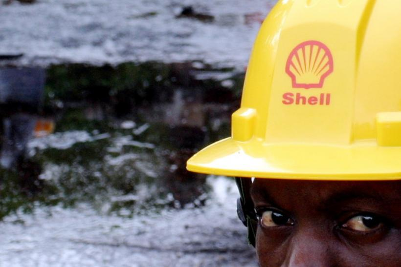 Shell workers clean up Nigeria Delta Oil Spill