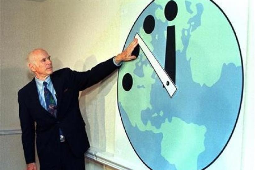 Leonard Reiser, chairman of the Bulletin of the Atomic Scientists and member of the Manhattan Project adjusts the Doomsday Clock.
