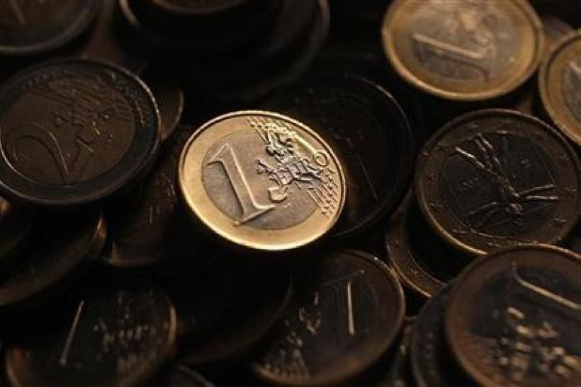 Euro hampered by downgrades, Greece uncertainty