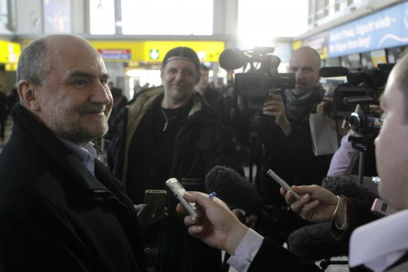 Herman Nackaerts, left, head of a delegation of the International Atomic Energy Agency, talks to journalists on his way to Iran at Vienna's international airport in Vienna January 28, 2012.