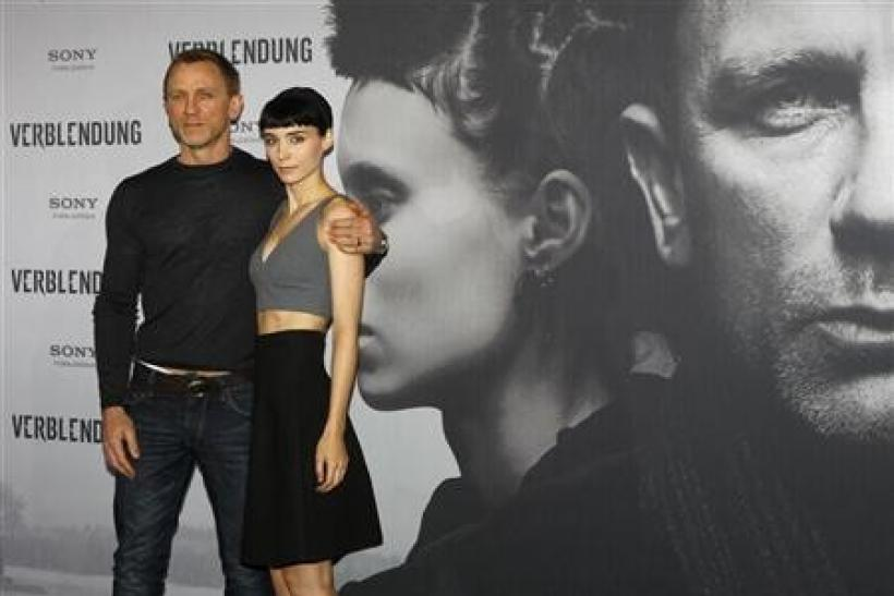 Cast members Daniel Craig (L) and Rooney Mara pose during the media presentation of the movie ''The Girl with the Dragon Tattoo'' (Verblendung) in Berlin