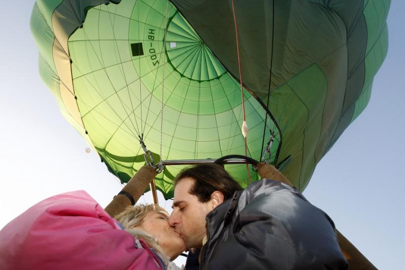 A date in the hot air balloon.