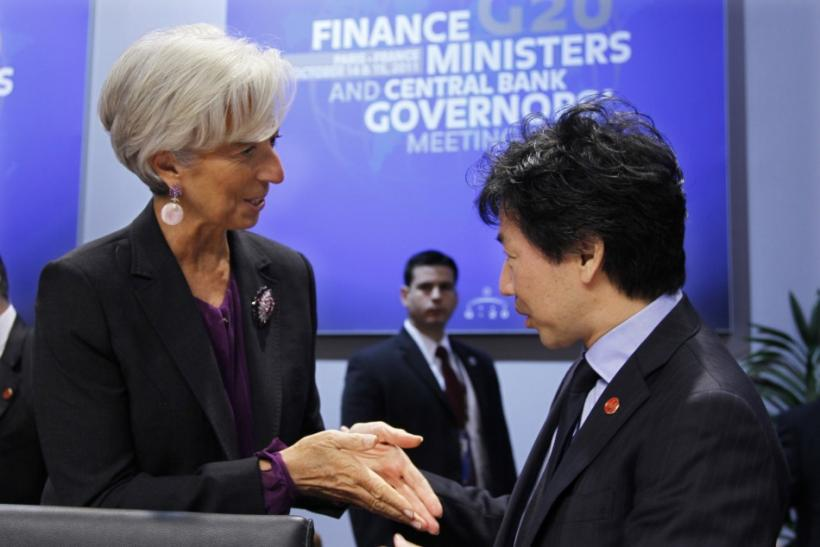 IMF head Christine Lagarde (L) talks to Japanese Finance Minister Jun Azumi (R) at the G20 meeting of Finance Ministers and Central Bank Governor at the ministry in Paris October 15, 2011.