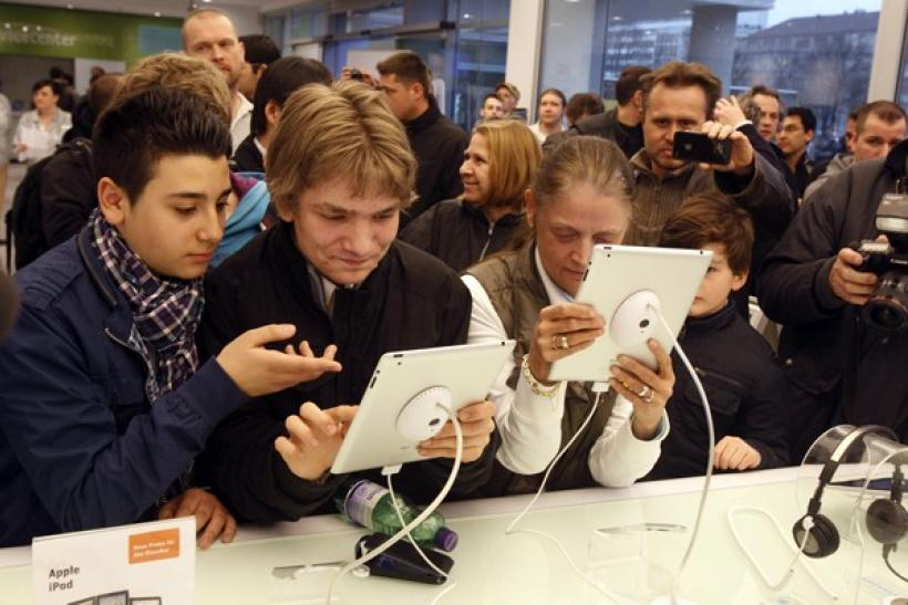 People test a new iPad 2 at a computer store in Berlin