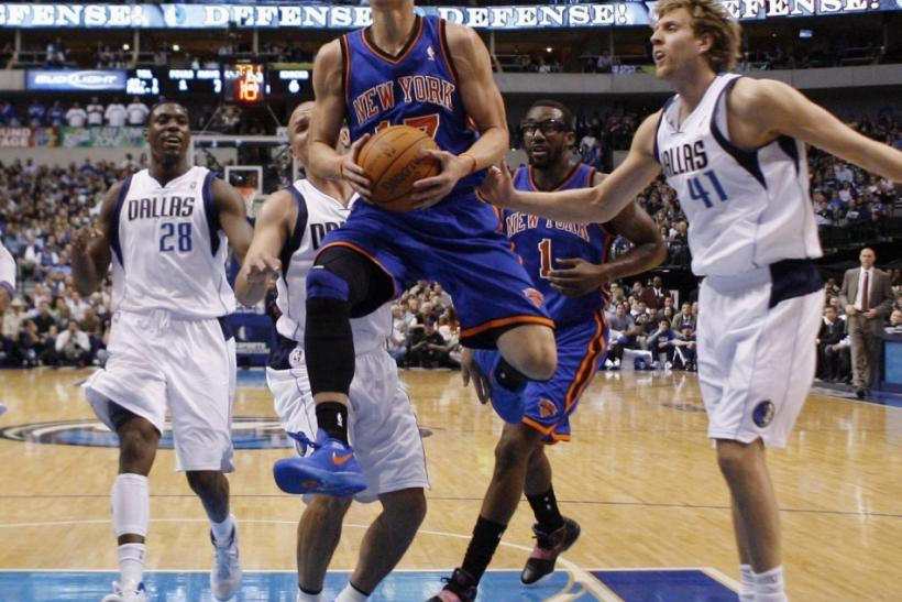 Jeremy Lin Drives Against 3 Dallas Mavericks, Including