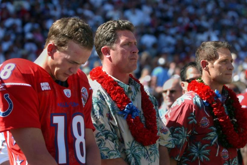 Peyton Manning and Dan Marino before the 2005 Pro Bowl in Honolulu.