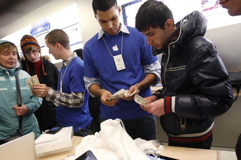People purchase Apple's new iPad in New York
