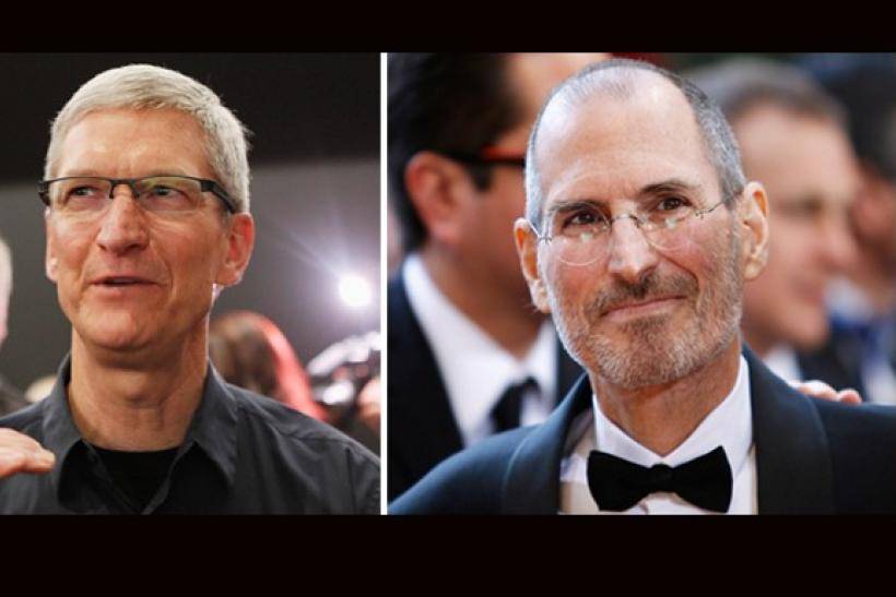Tim Cook(L) and Steve Jobs
