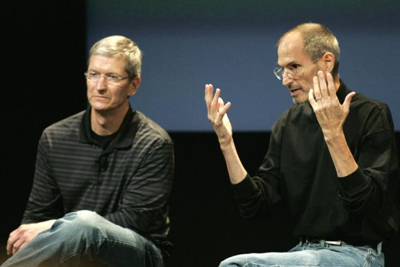 Tim Cook (L) and CEO Steve Jobs