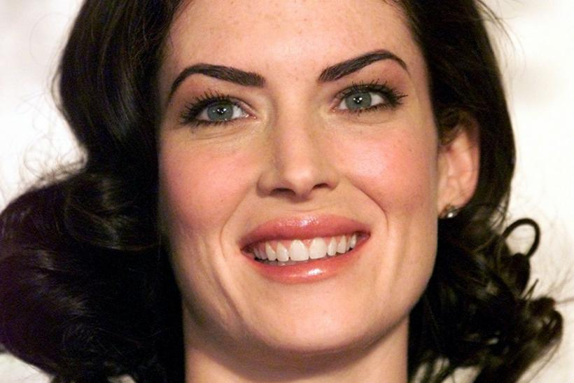 "Actress Lara Flynn Boyle of ABC's ""The Practice"" smiles while waiting to announce the nominations for the 2001 Golden Globe Awards December 21, 2000 in Beverly Hills, California."
