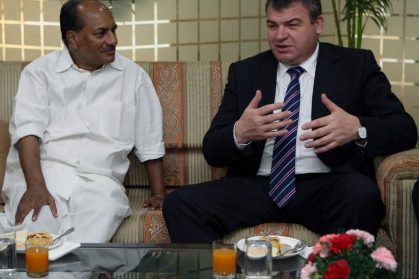 Russia's Defence Minister Serdyukov speaks with his Indian counterpart Antony in New Delhi