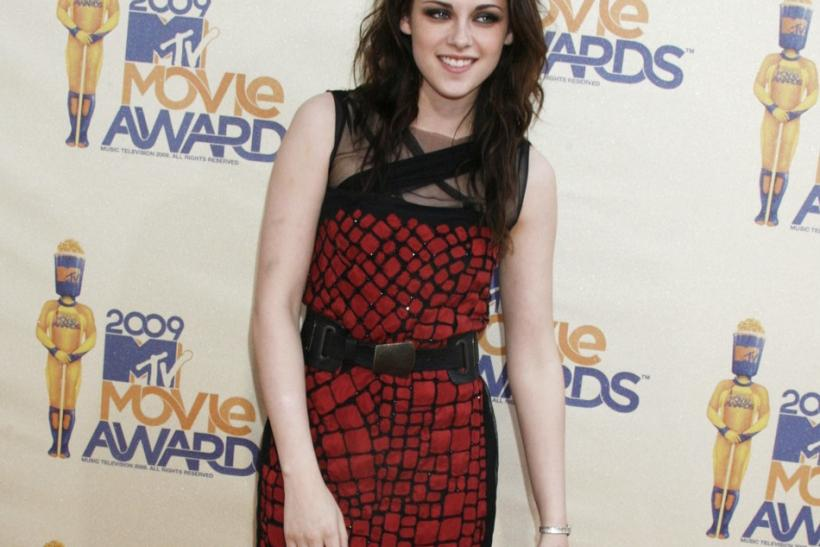 Kristen Stewart poses at the 2009 MTV Movie Awards in Los Angeles