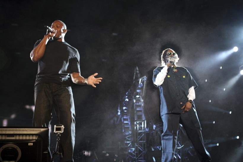 Dr. Dre (L) and Snoop Dogg perform at the Coachella Valley Music and Arts Festival in Indio, California April 15, 2012.