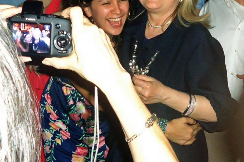 Secretary of Cool: Pictures Show Hillary Clinton Dancing, Drinking Beer in Colombia [PHOTOS]