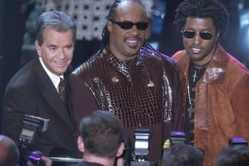 "Host Dick Clark (L), poses for photographers with singers Stevie Wonder (C) and Babyface before the two singers performed a medley of Wonder's songs during a taping of ""American Bandstand's 50th...A Celebration"" in Pasadena, California, April 20"
