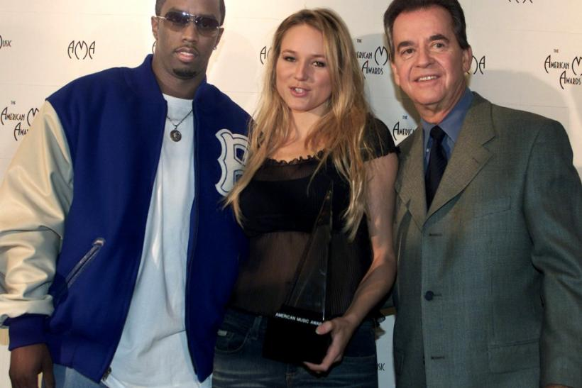 Singers Sean Combs (L) and Jewel pose with the American Music Award after they announced the nominees for the 29th annual American Music Awards during a news conference in Beverly Hills November 13, 2001 with the show's executive producer Dick Clark.