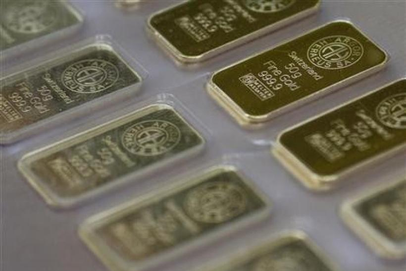 Gold Hovers Near $1,560/oz; Greece Woes Feed Caution