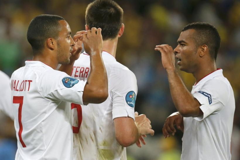 Theo Walcott (L) & Ashley Cole