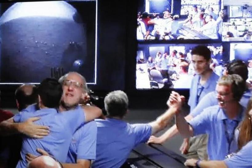 NASA Mars Rover Curosity's Landing Hailed As 'Miracle Of Engineering'
