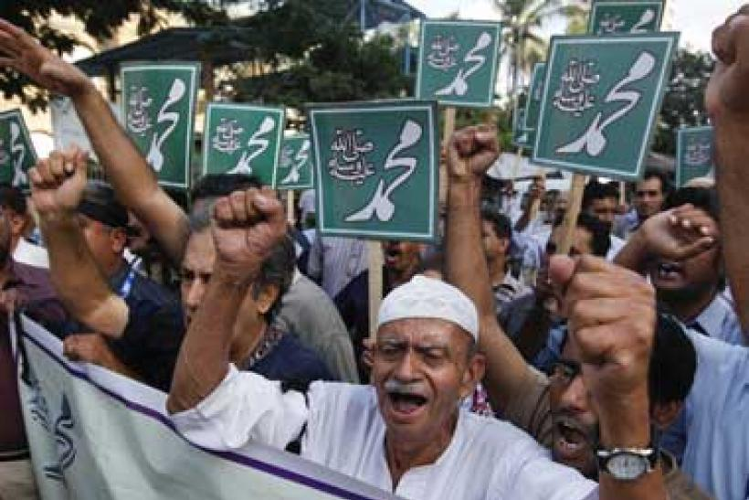 Pakistanis protest anti-Islam film.