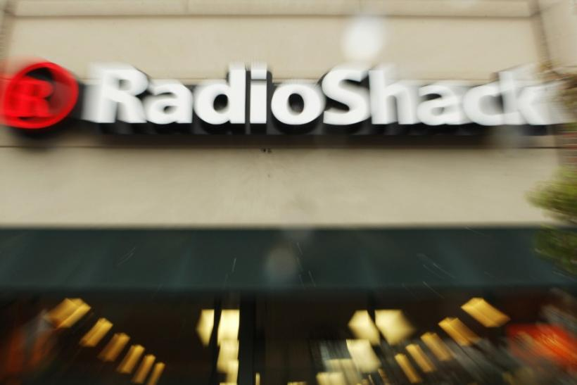 RadioShack is getting rid of T-Mobile in favor of Verizon.