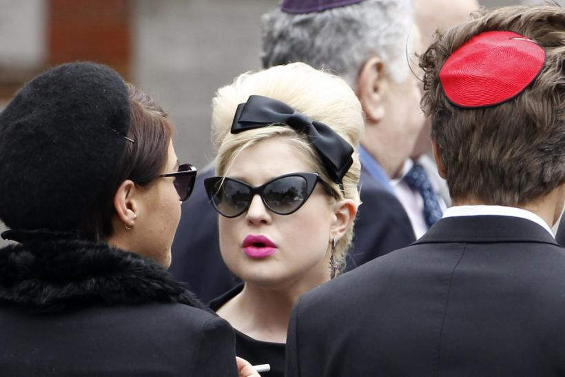 Kelly Osbourne (C) arrives at Golders Green Crematorium with other mourners for the funeral of British singer Amy Winehouse, in north London