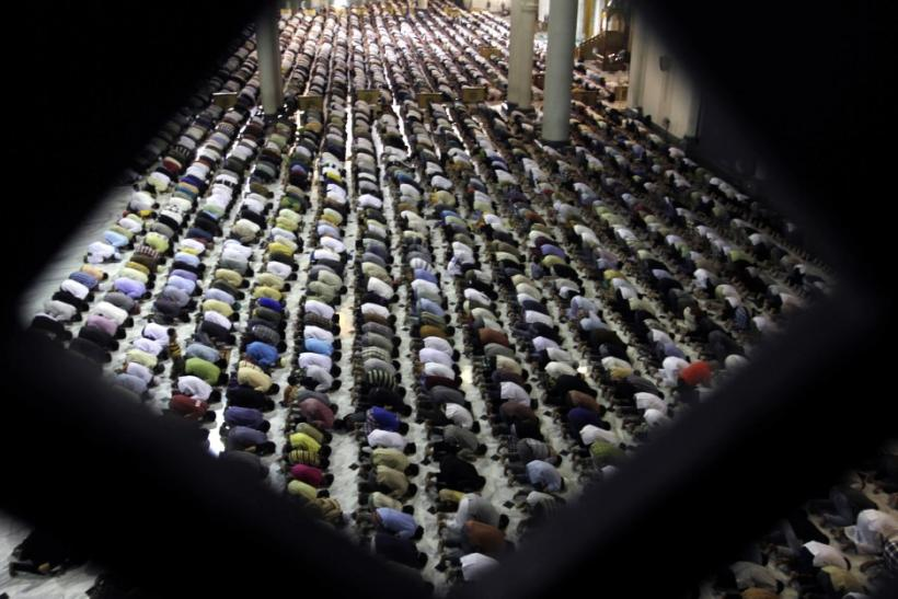 Muslims Celebrate Ramadan on Monday Amidst Arab Unrest [Photos]