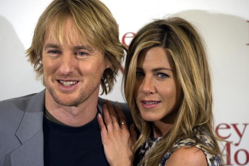Jennifer Aniston (R) and Owen Wilson