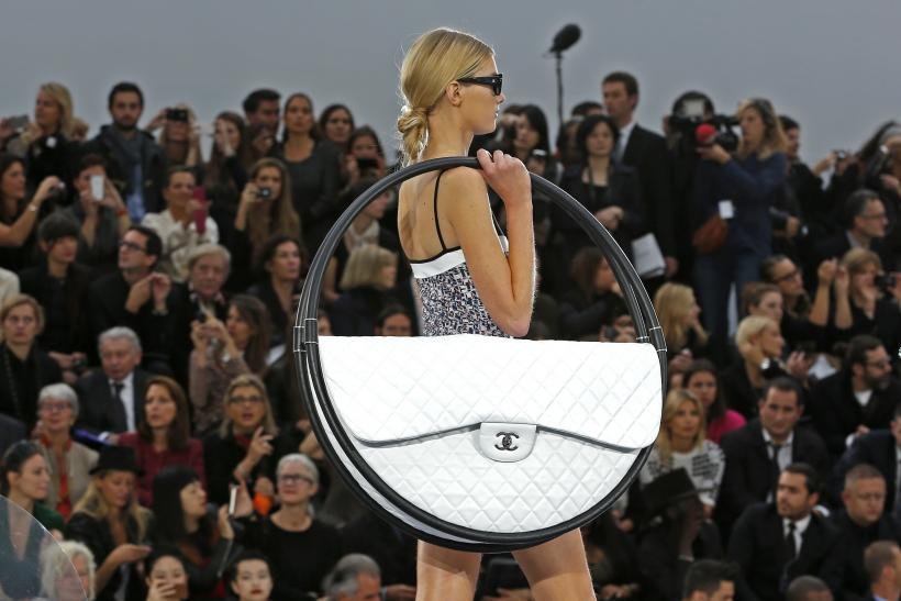 The Chanel 'Hula Hoop' Bag