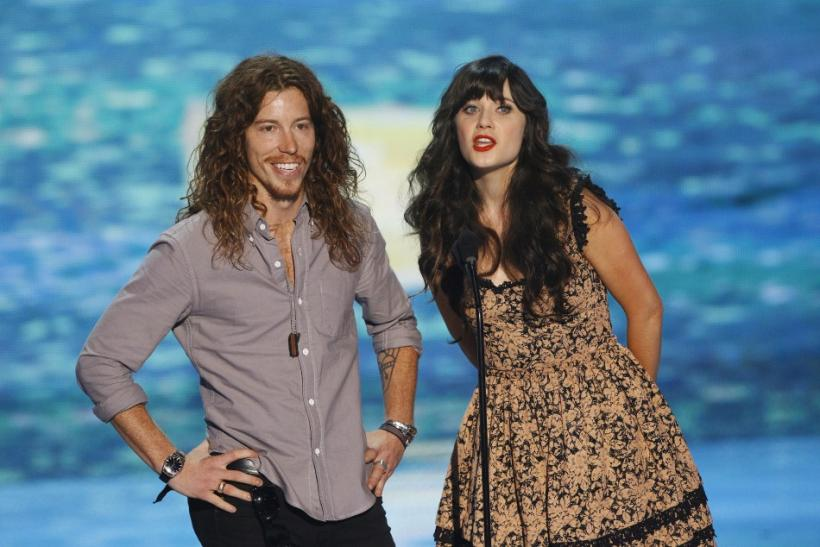 Snowboarder and skateboarder Shaun White (L) presents the Choice Comedian Award at the Teen Choice Awards with actress Zooey Deschanel at the Gibson amphitheater in Universal City, California