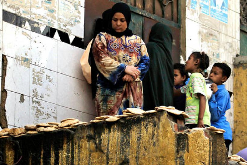Egyptian people wait for bread during Morsi's first 100 days Oct. 4, 2012