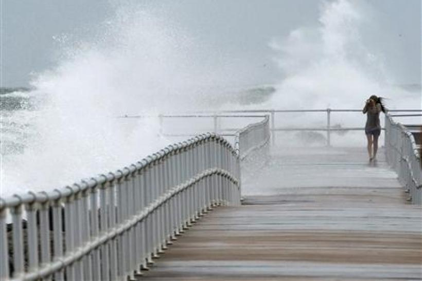 Hurricane Sandy: Twitter, Facebook Emerge New Lifelines