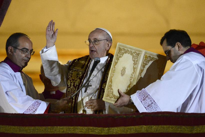 Pope Francis purple vestments