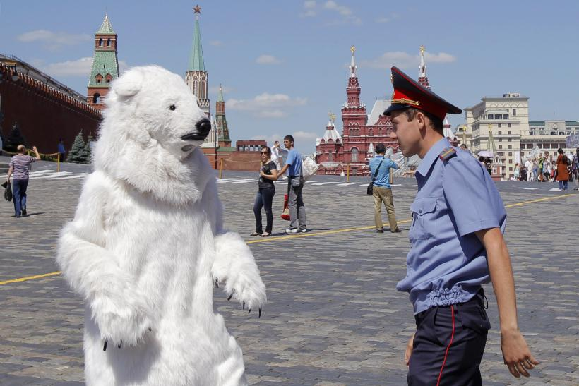 Moscow Red Square Greenpeace guard Aug 2013