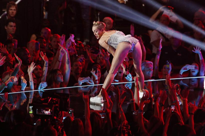 Opinion you Miley cyrus twerking excellent