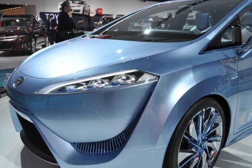 toyota-fcv-r-hydrogen-fuel-cell-vehicle_2