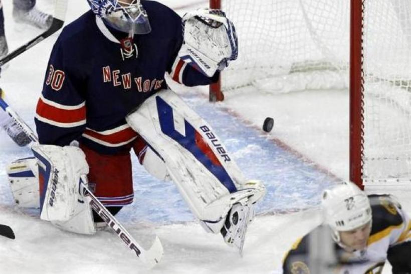 Lundqvist Signs Seven Year Contract Extension With Rangers